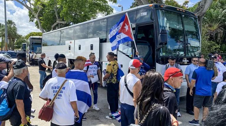 """Cubanos gritan ante Biden un """"SOS"""" por Cuba"""