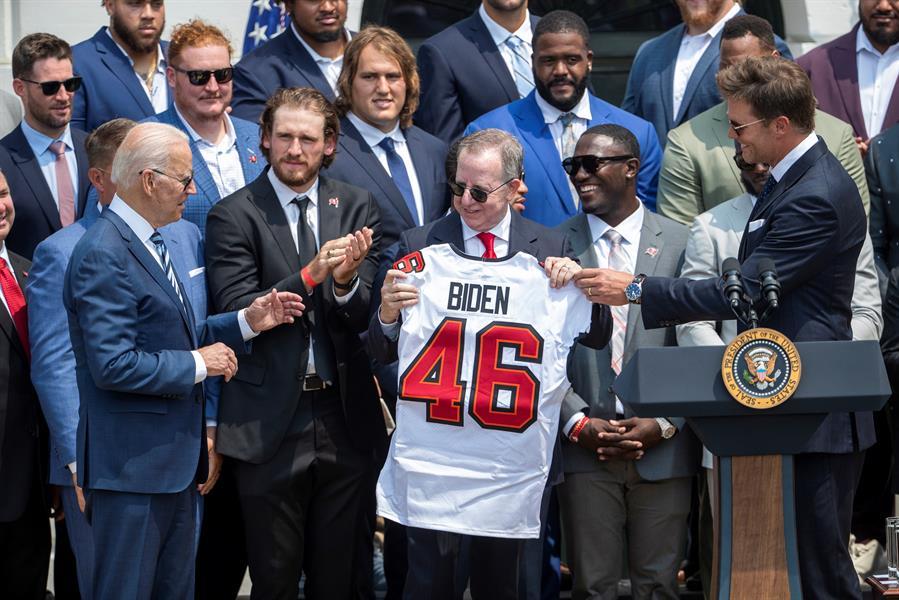 Brady y los Buccaneers vicitan a Biden en la Casa Blanca