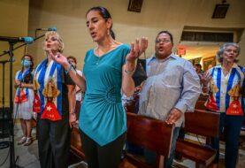 Cubanos de Miami arremeten contra políticos