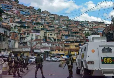 Caracas amanece bajo fuego de delincuentes