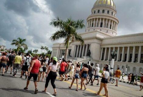 Miles de cubanos salen a las calles a pedir por su libertad