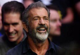 Mel Gibson, criticado por su saludo militar a Trump