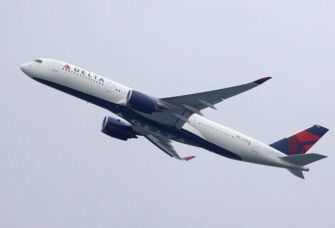 Delta Airlines sancionará a empleados que no se vacunen