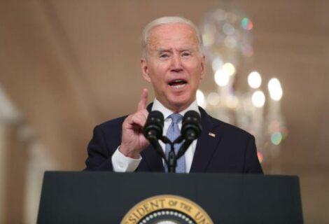 Biden se defiende por retirada de tropas en Afganistán