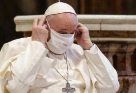 """Papa dice que vacunarse es un """"acto de amor"""""""
