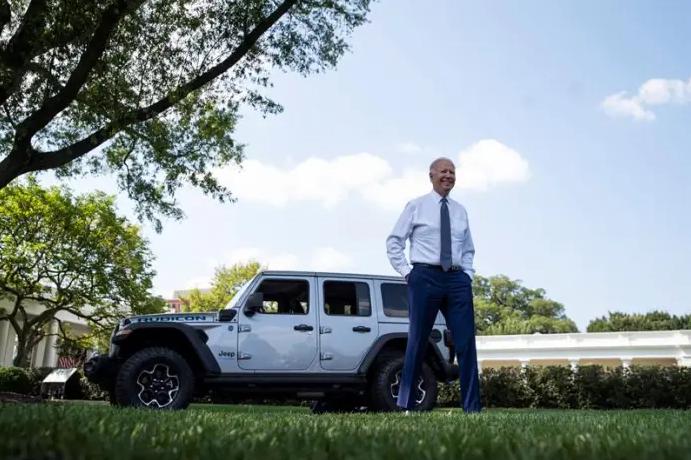 Biden toma la electrificación del automóvil en asunto de Estado