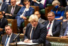 """Boris Johnson: """"Juzgaremos al régimen talibán por sus acciones"""""""