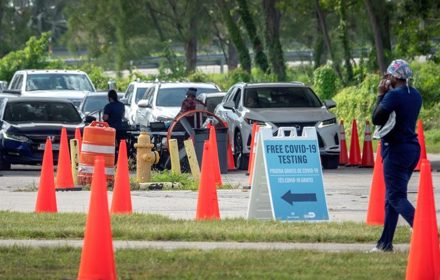 Florida supera 50.000 muertes en medio de peleas por el tapabocas