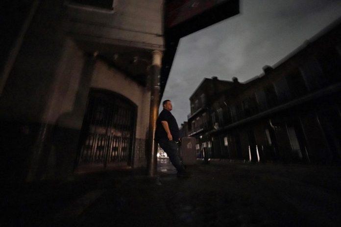 Un millón de clientes todavía sin luz en Nueva Orleans por Ida