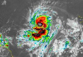 Fuerte oleaje del potente huracán Larry llega a las Antillas