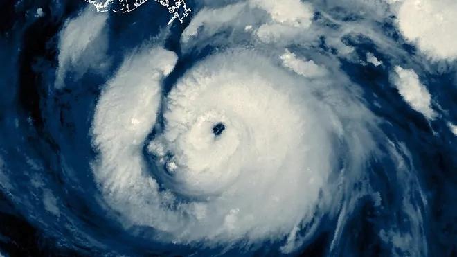 Huracán Larry avanza hacia el sur de Terranova