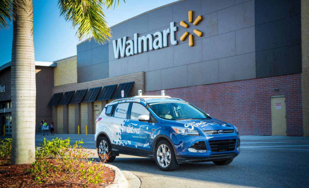 Ford y Walmart lanzan servicio a domicilio con carros autónomos
