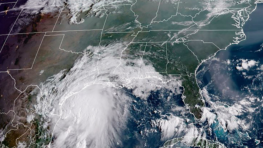 Nicholas se convierte en depresión tropical sobre Texas