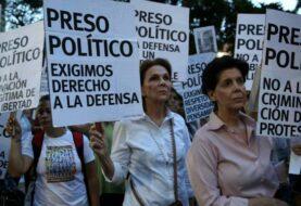 """Foro Penal denuncia que 42 """"presos políticos"""" venezolanos"""