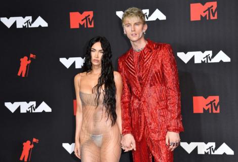 Megan Fox con su vestido transparente protagonizó los MTV