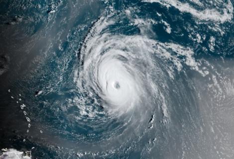 Huracán Larry avanza por el Atlántico