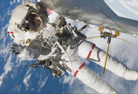 NASA reprograma para septiembre caminata espacial