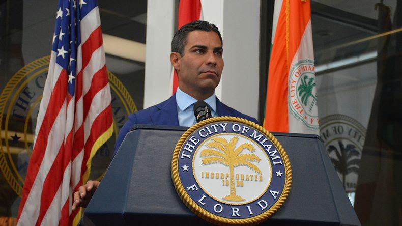 Alcalde de Miami respalda decisión de despedir a Art Acevedo