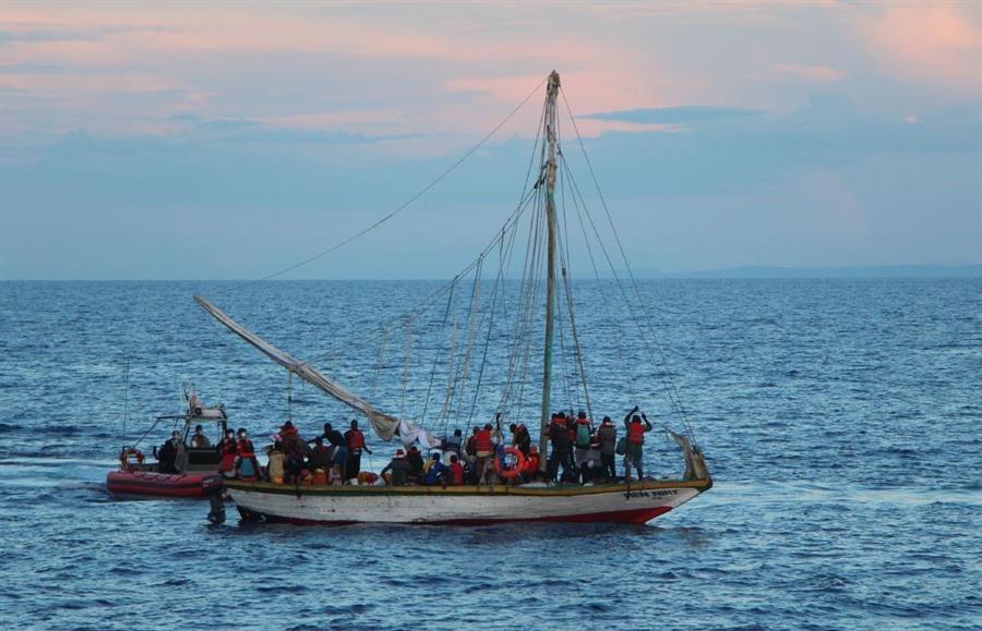 Guardia Costera de EEUU rescata a 10 balseros cubanos