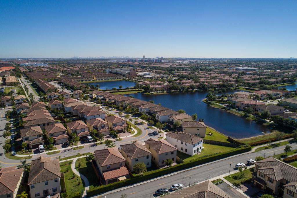 Latinoamericanos agitan el mercado inmobiliario en Miami