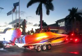 Descubren a más de 30 cubanos en lancha remolcada en Florida